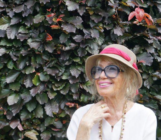 Modetipps für Frauen ab 70 - So tragen sie Pastellfarben richtig